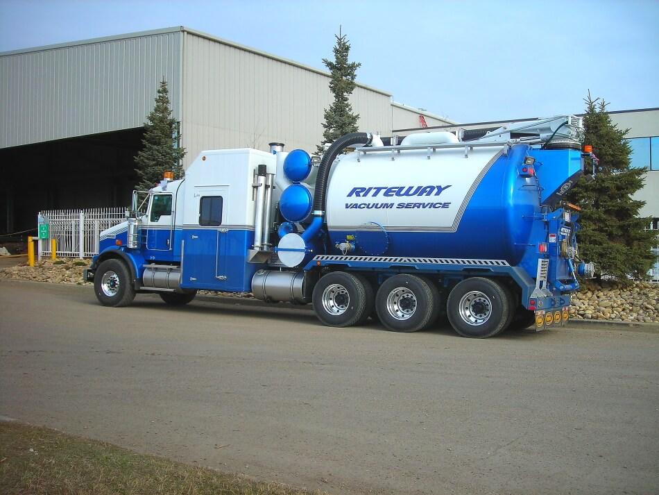 edmonton hydrovac truck for daylighting underground services safely